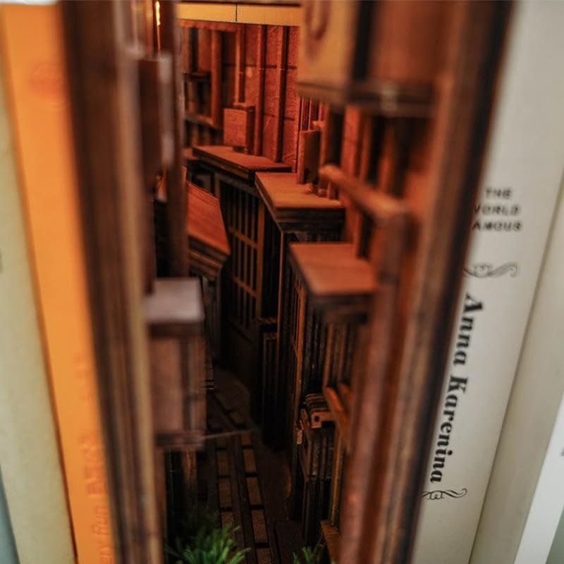H8bf445a43a634d009eb5daf4f39e74ebMStreet Rear Lane Miniature Booknook